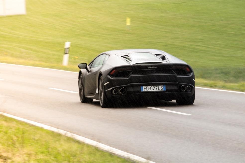 Lamborghini Huracan hinten Landstraße Wallpaper