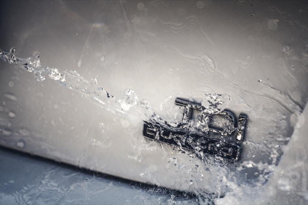Audi A6 Competition TDI Quattro Logo mit Wasseraction Wallpaper