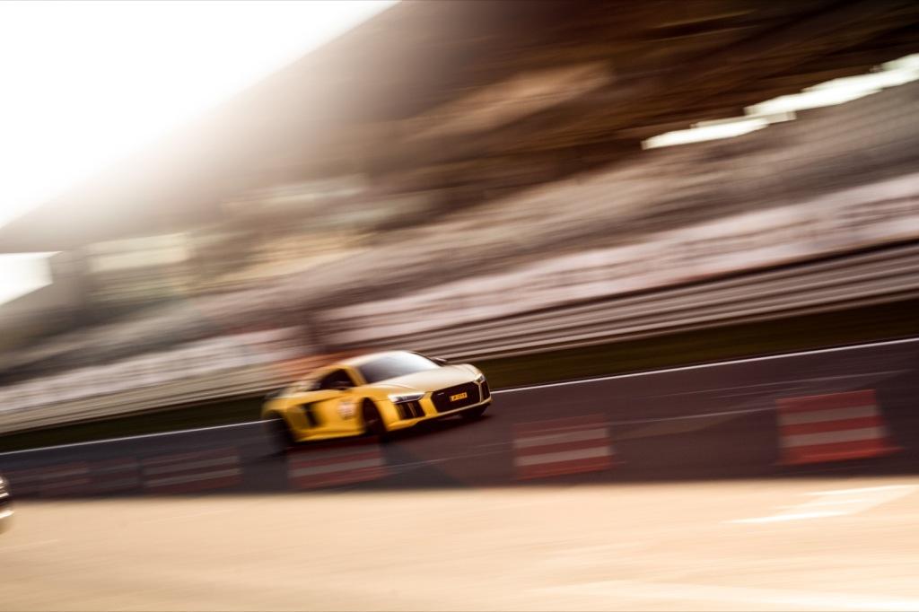 Audi R8 dynamisch Zielgerade Nürburgring Wallpaper SCC500 Sport1 Trackday
