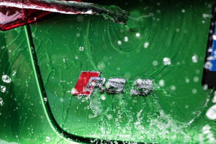 Audi RS3 Java Green Logo Wassersplash Wallpaper