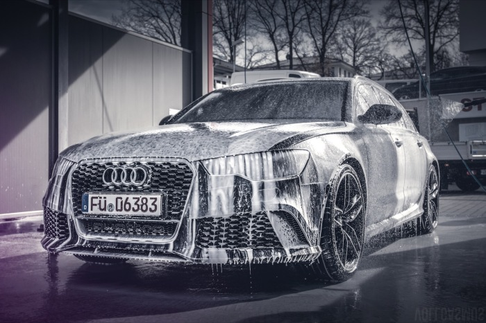 Audi RS6 in der Waschbox Wallpaper