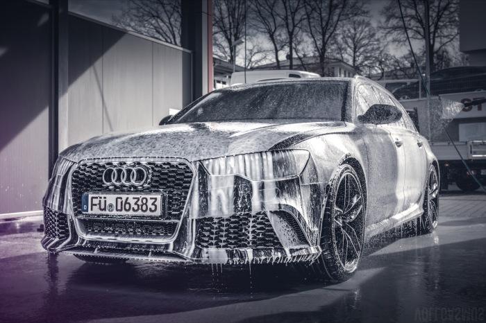 Audi RS6 in der Waschbox Wallpaper