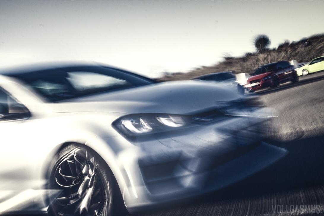 VW Golf dynamisch Flugplatzblasen 2016 Wallpaper