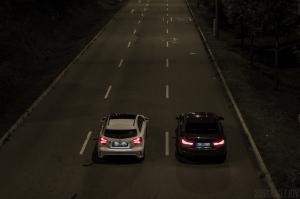 Mercedes A45 AMG und BMW M4 Nachts oben Wallpaper