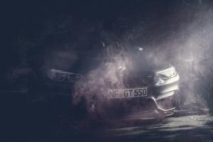 BMW M4 GTS roter Rauch Motorhaube Wallpaper